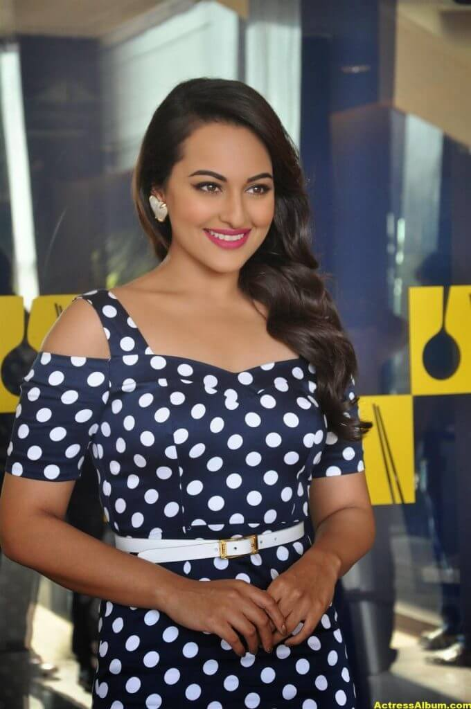Sonakshi Sinha Smiling Photos In Black Dress 1