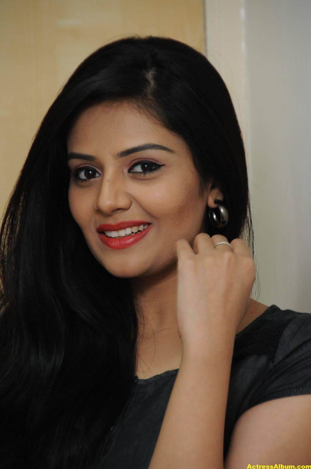 Sreemukhi Latest Photos In Black Dress 1