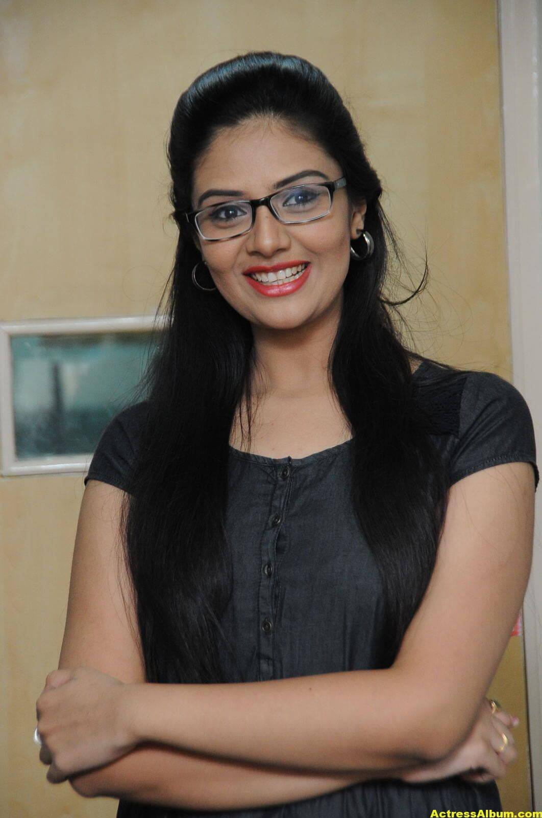 Sreemukhi Latest Photos In Black Dress 1