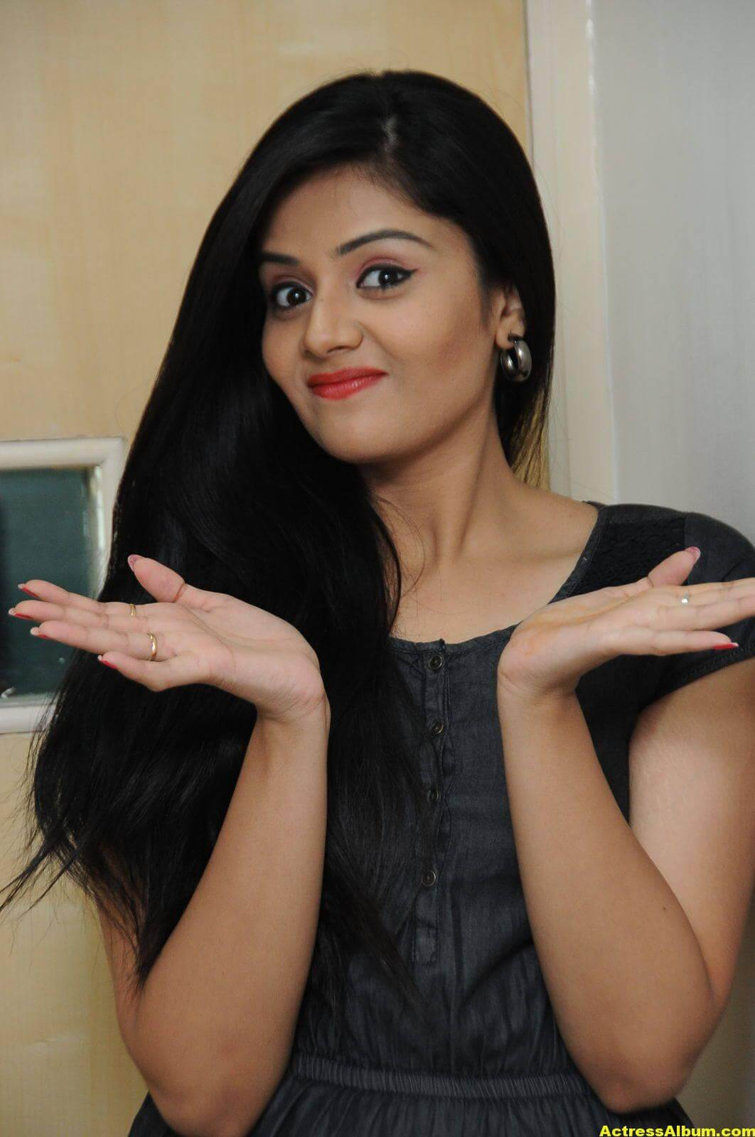 Sreemukhi Latest Photos In Black Dress 2