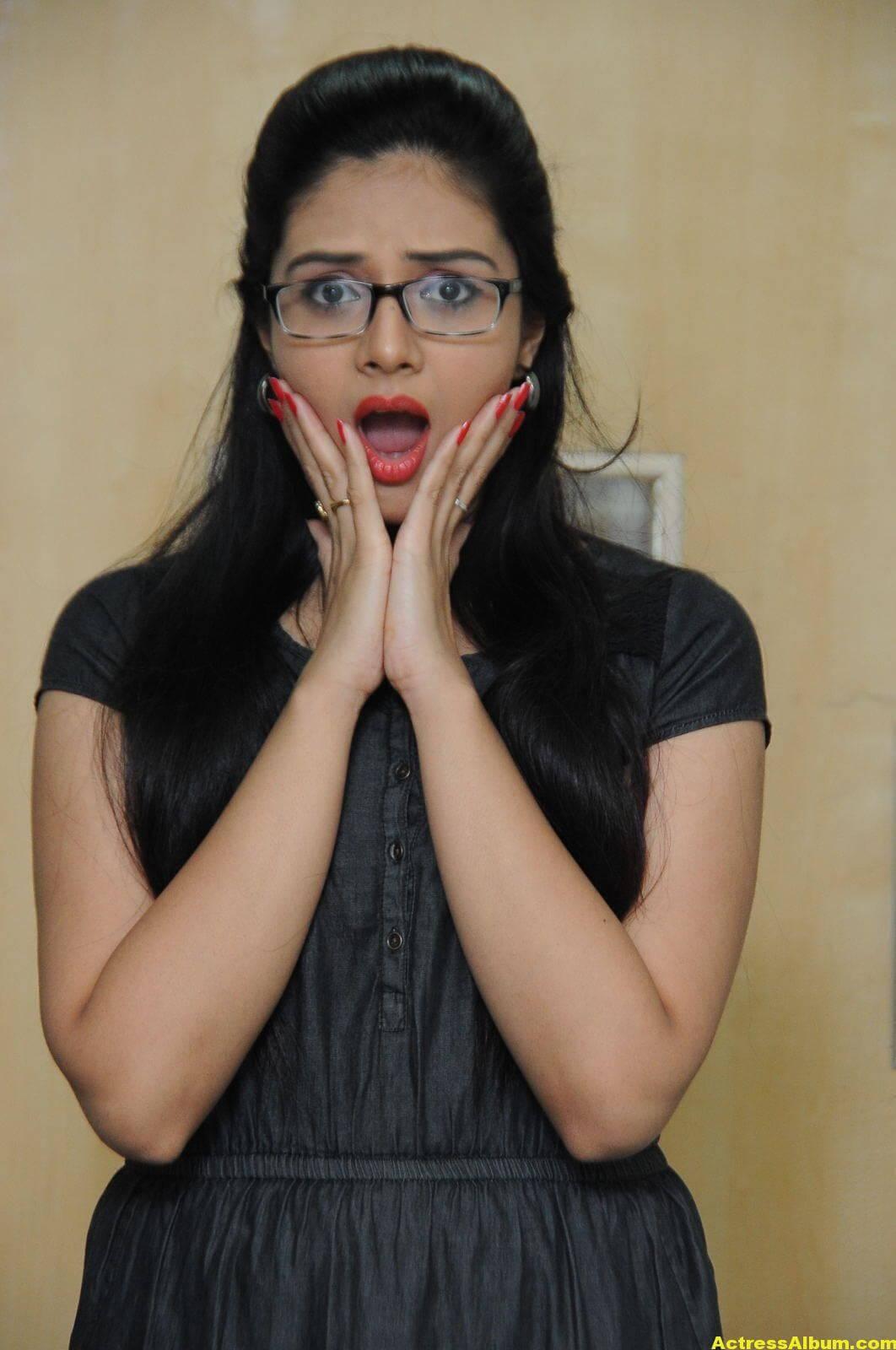 Sreemukhi Latest Photos In Black Dress 2