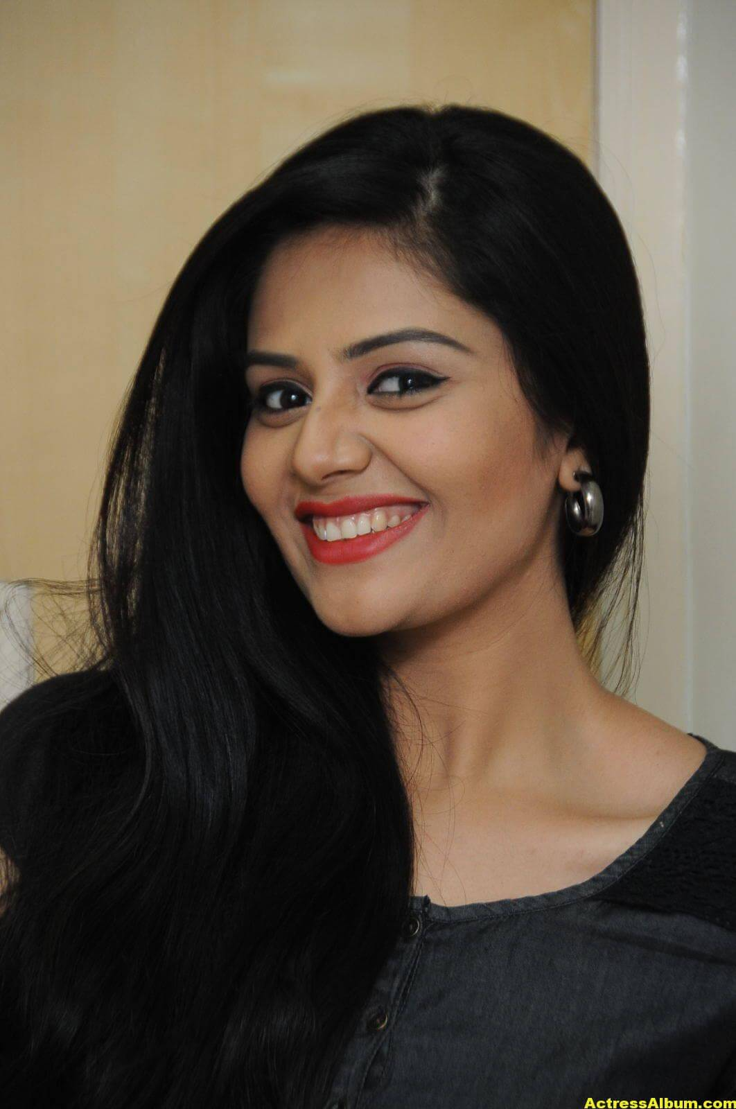 Sreemukhi Latest Photos In Black Dress 3