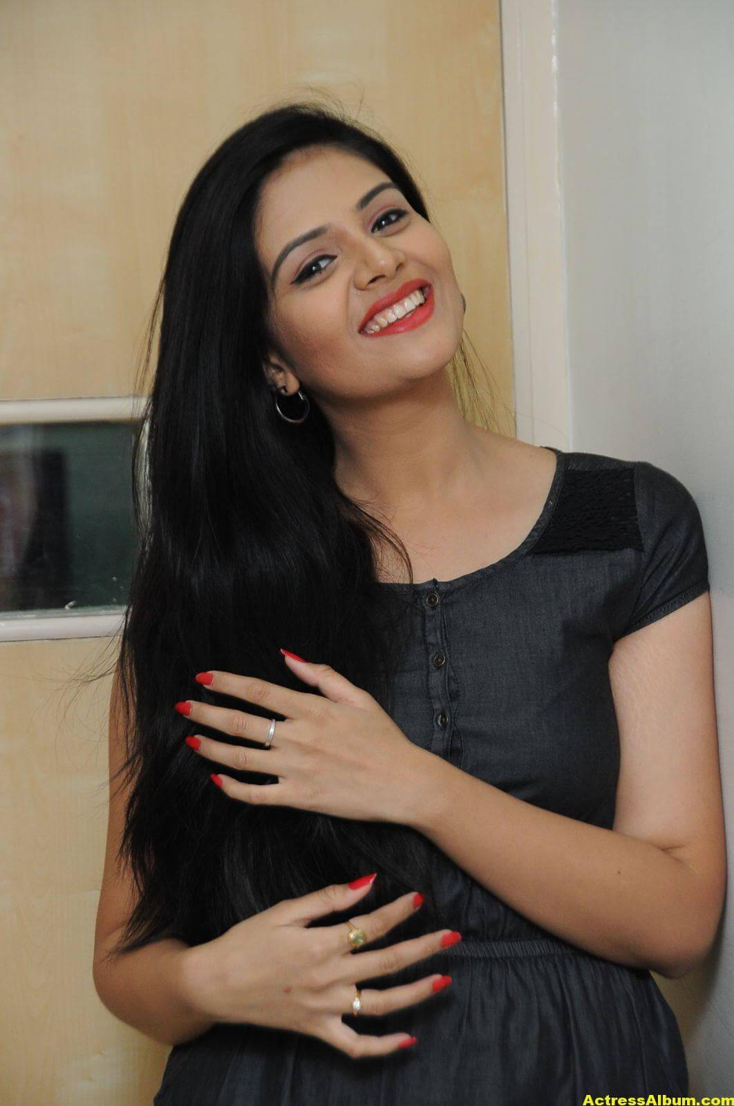 Sreemukhi Latest Photos In Black Dress 4