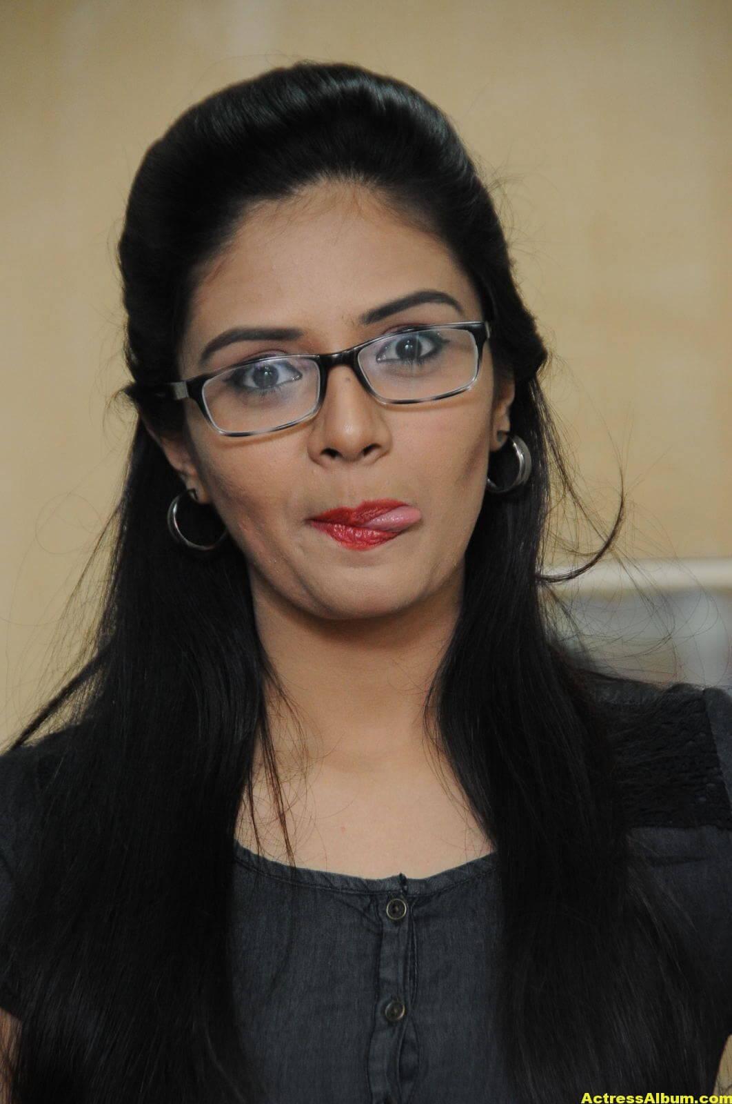 Sreemukhi Latest Photos In Black Dress 4
