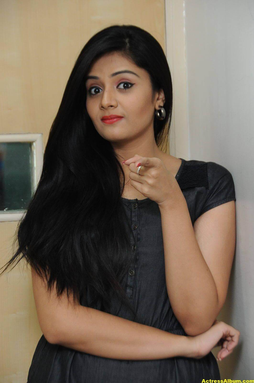 Sreemukhi Latest Photos In Black Dress 5