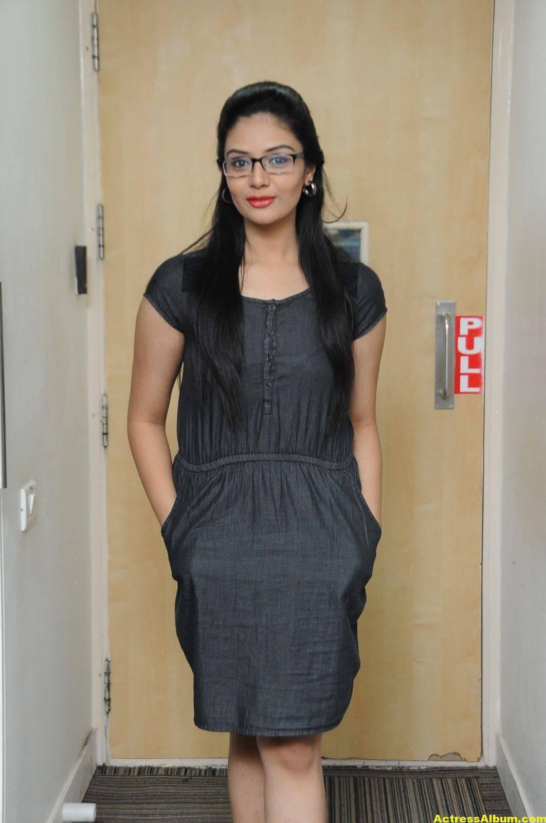 Sreemukhi Latest Photos In Black Dress 6