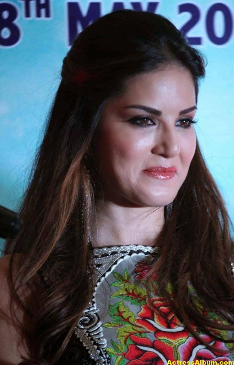 Sunny Leone Latest Smiling Photos Gallery 2
