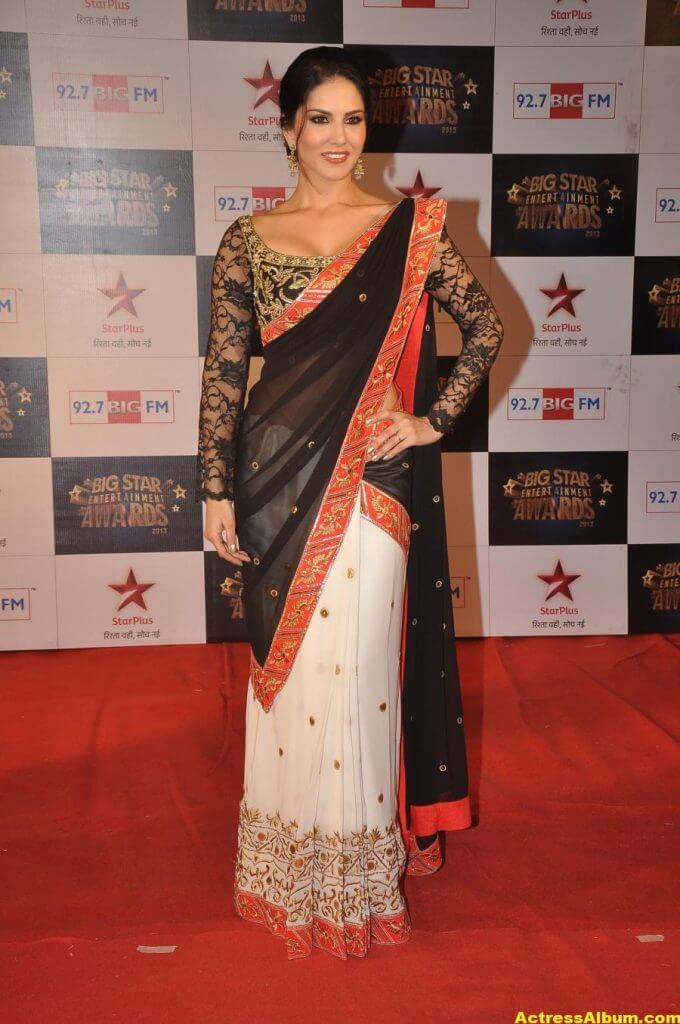 Sunny Leone Photos at Big Star Awards In Black Saree (2)