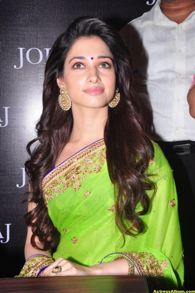 Tamanna Latest Hot Navel Show Stills In Green Saree (5)