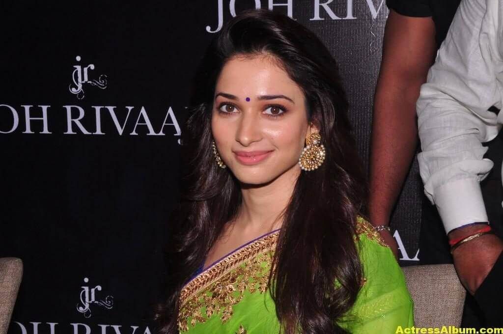 Tamanna Latest Hot Navel Show Stills In Green Saree (6)