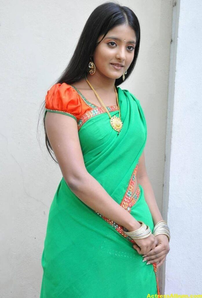 Ulka Gupta Photos In Traditional Green Half Saree (4)