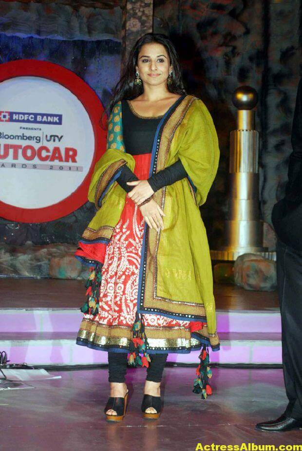 Vidya balan Latest Stills In green Dress 2