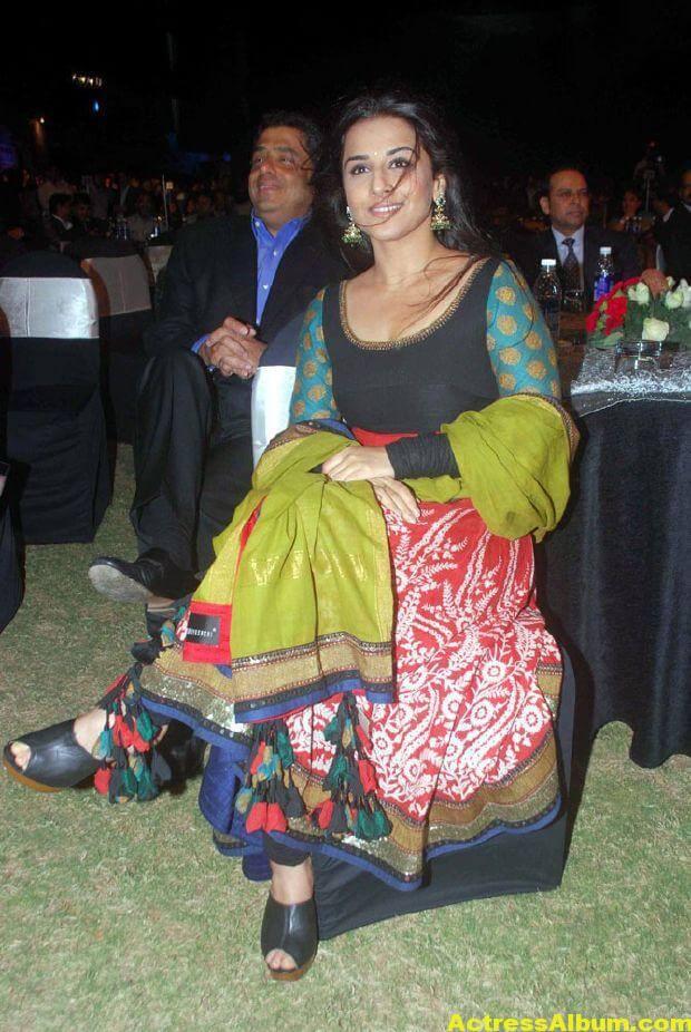 Vidya balan Latest Stills In green Dress 4