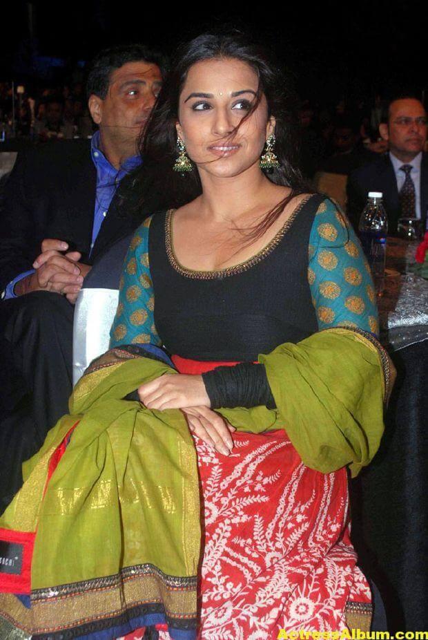 Vidya balan Latest Stills In green Dress 5
