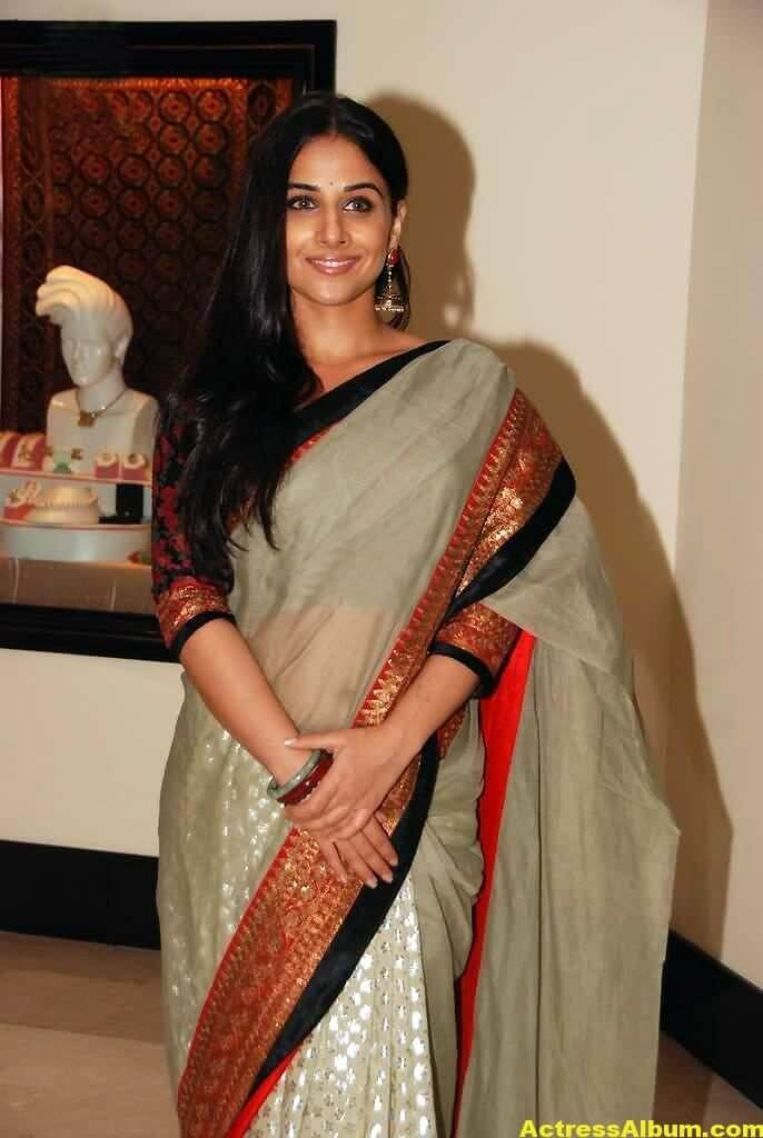 Vidya Balan Navel Show Photos In White Saree 4