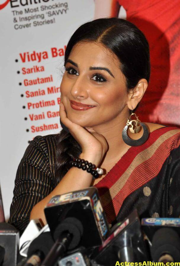 Vidya Balan Very Hot Hot Photos In Black Saree 3