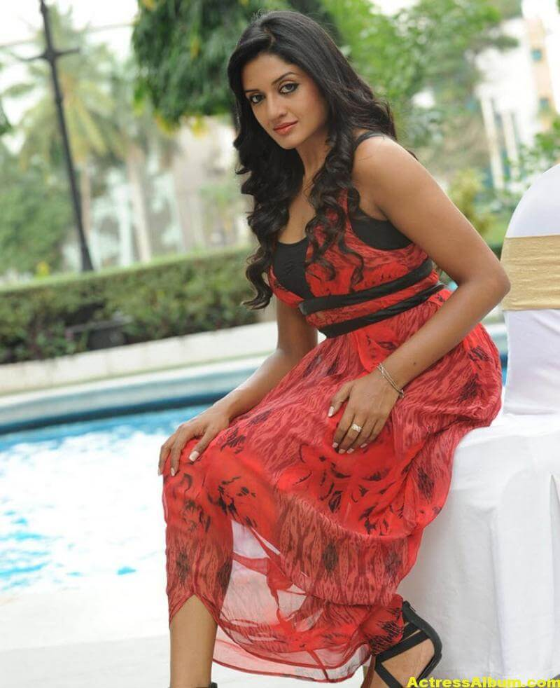 Vimala Raman Gorgeous Stills In Red Dress 4