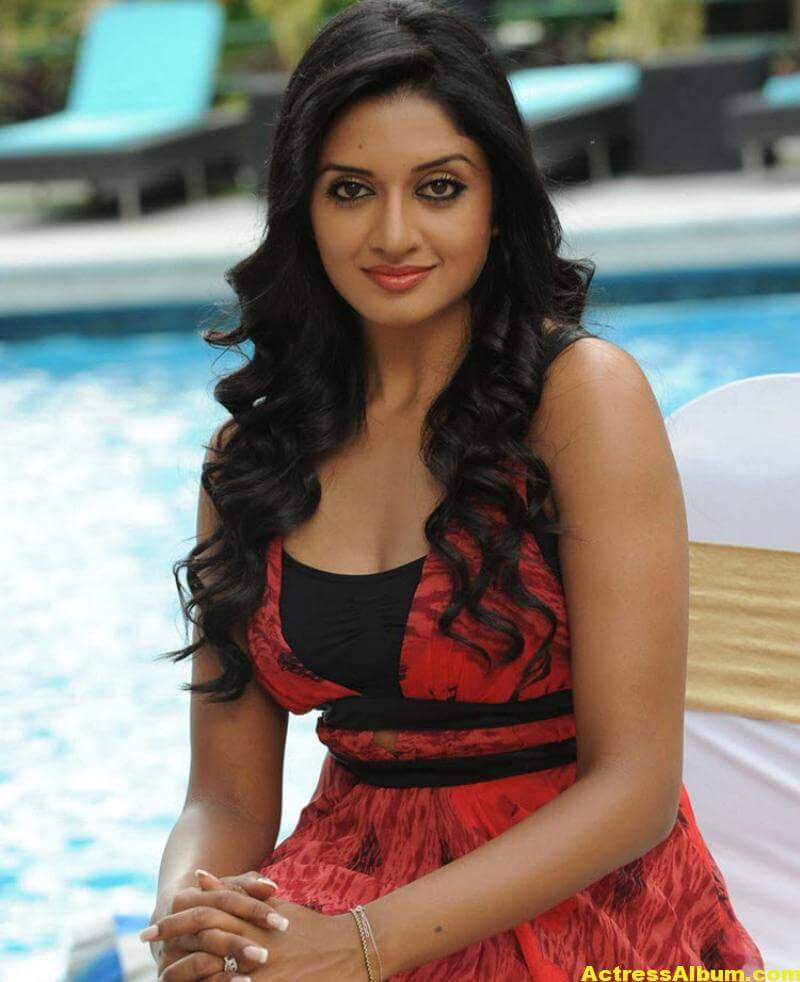 Vimala Raman Gorgeous Stills In Red Dress 6