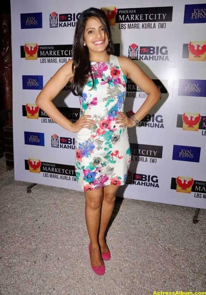Vishakha Singh Hot Photos In White Top (2)