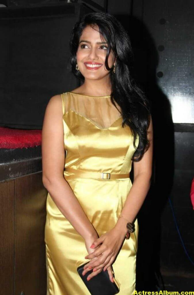 Vishakha Singh Hot Photos In Yellow Dress (2)