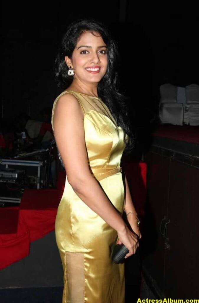 Vishakha Singh Hot Photos In Yellow Dress (6)