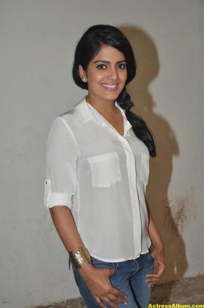 Vishakha Singh Transparent Hot Photos In White Shirt 1