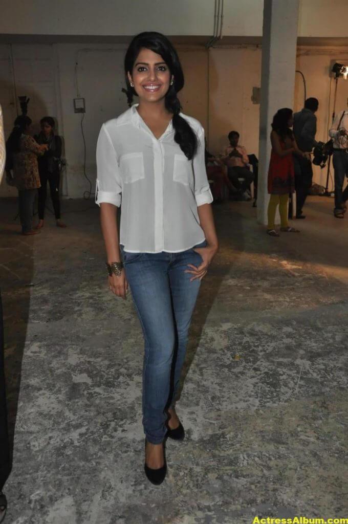 Vishakha Singh Transparent Hot Photos In White Shirt 2