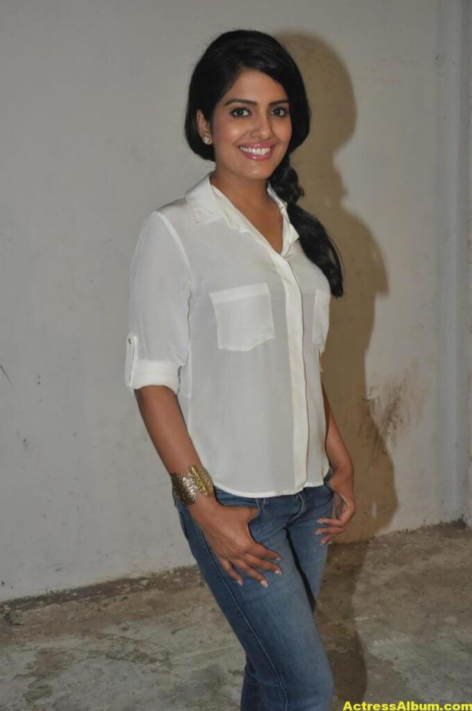 Vishakha Singh Transparent Hot Photos In White Shirt 3