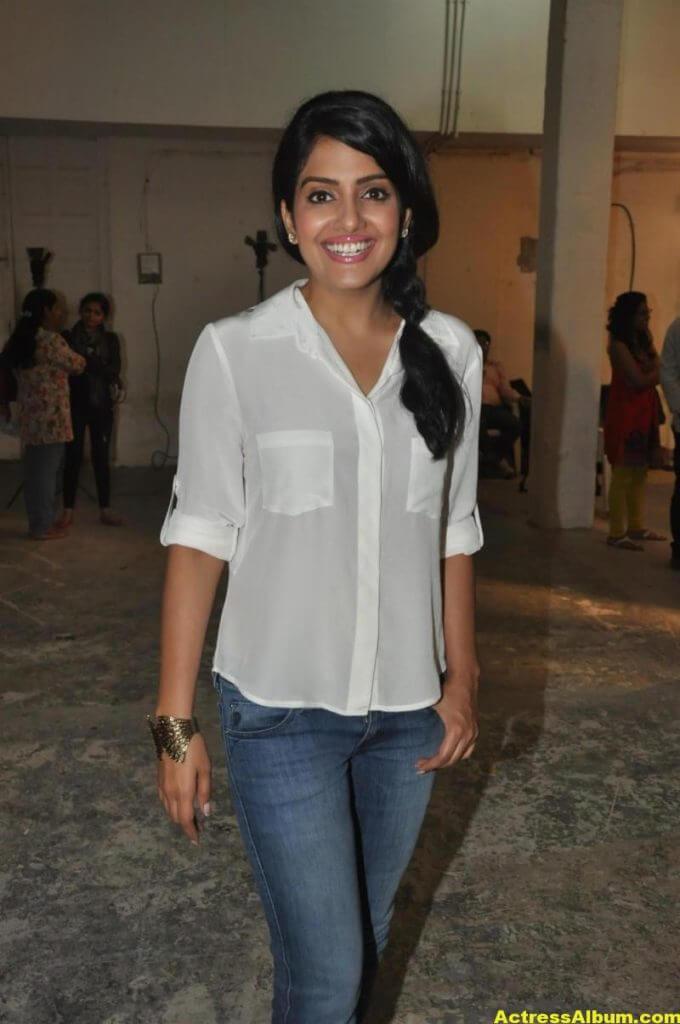Vishakha Singh Transparent Hot Photos In White Shirt 4