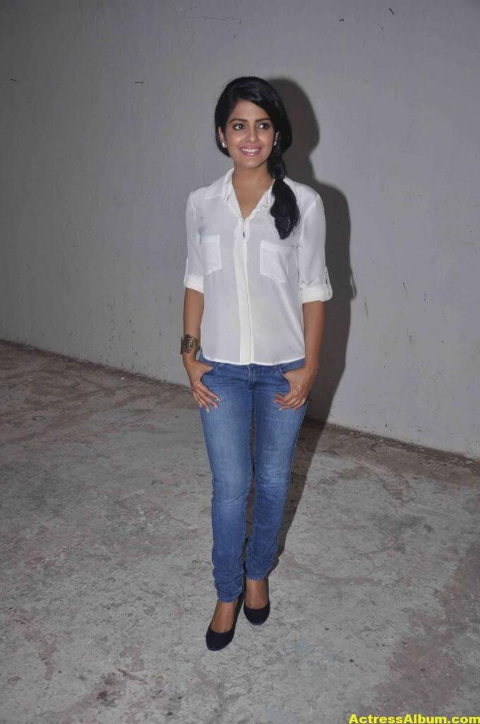 Vishakha Singh Transparent Hot Photos In White Shirt 5