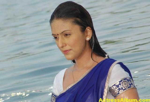 Aarti Chabria Latest Photos In Blue Saree 2
