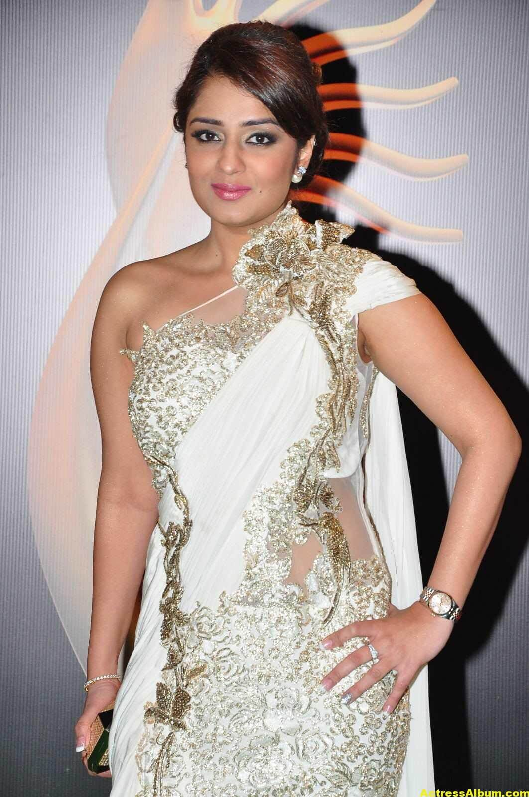 Actress Nikita Thukral Hot Stills At IIFA Utsavam In White Saree 2