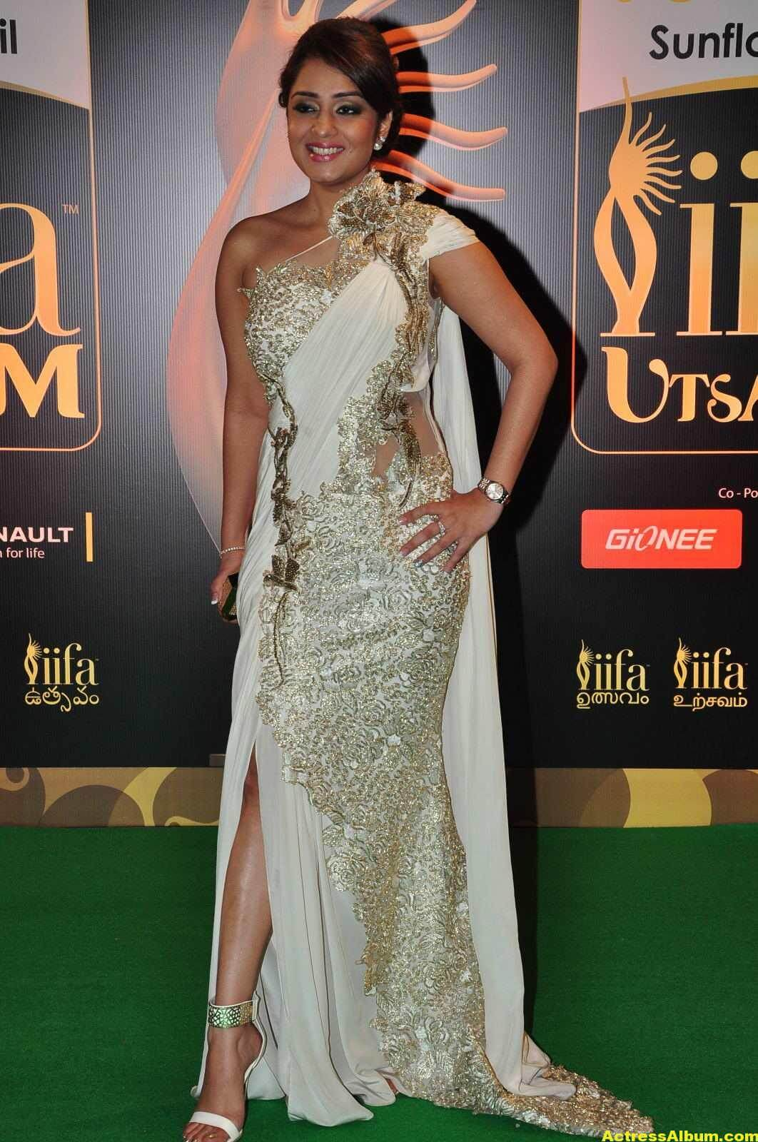 Actress Nikita Thukral Hot Stills At IIFA Utsavam In White Saree 4