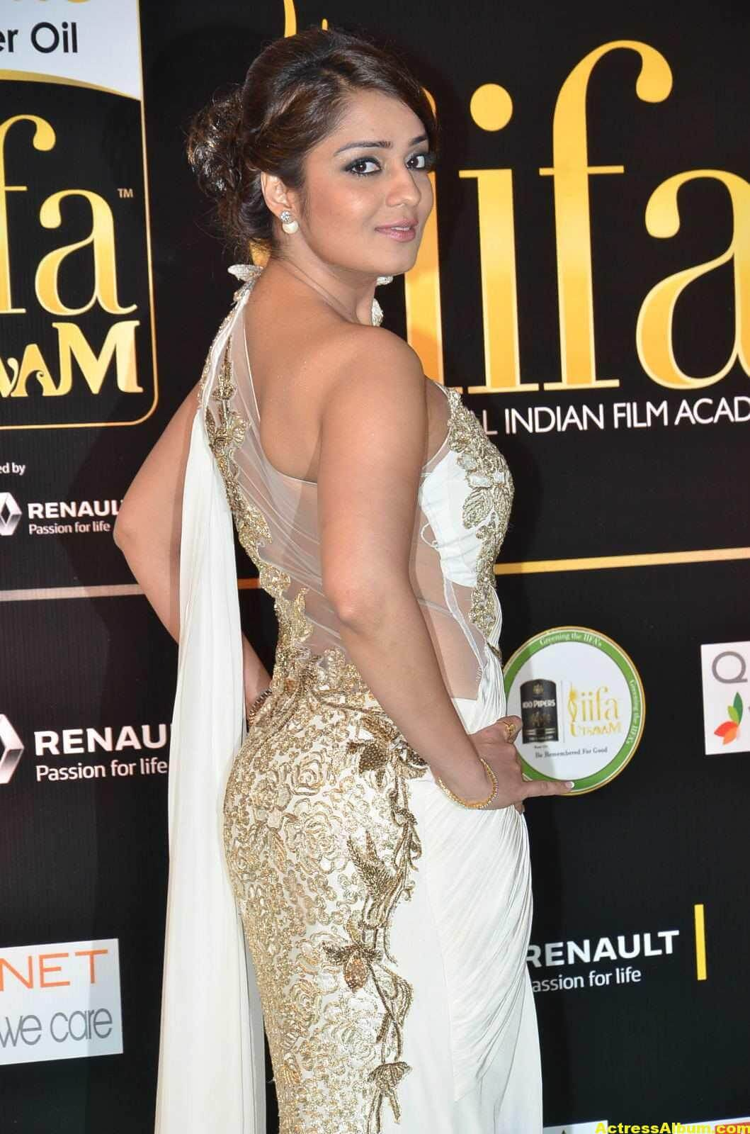 Actress Nikita Thukral Hot Stills At IIFA Utsavam In White Saree 7