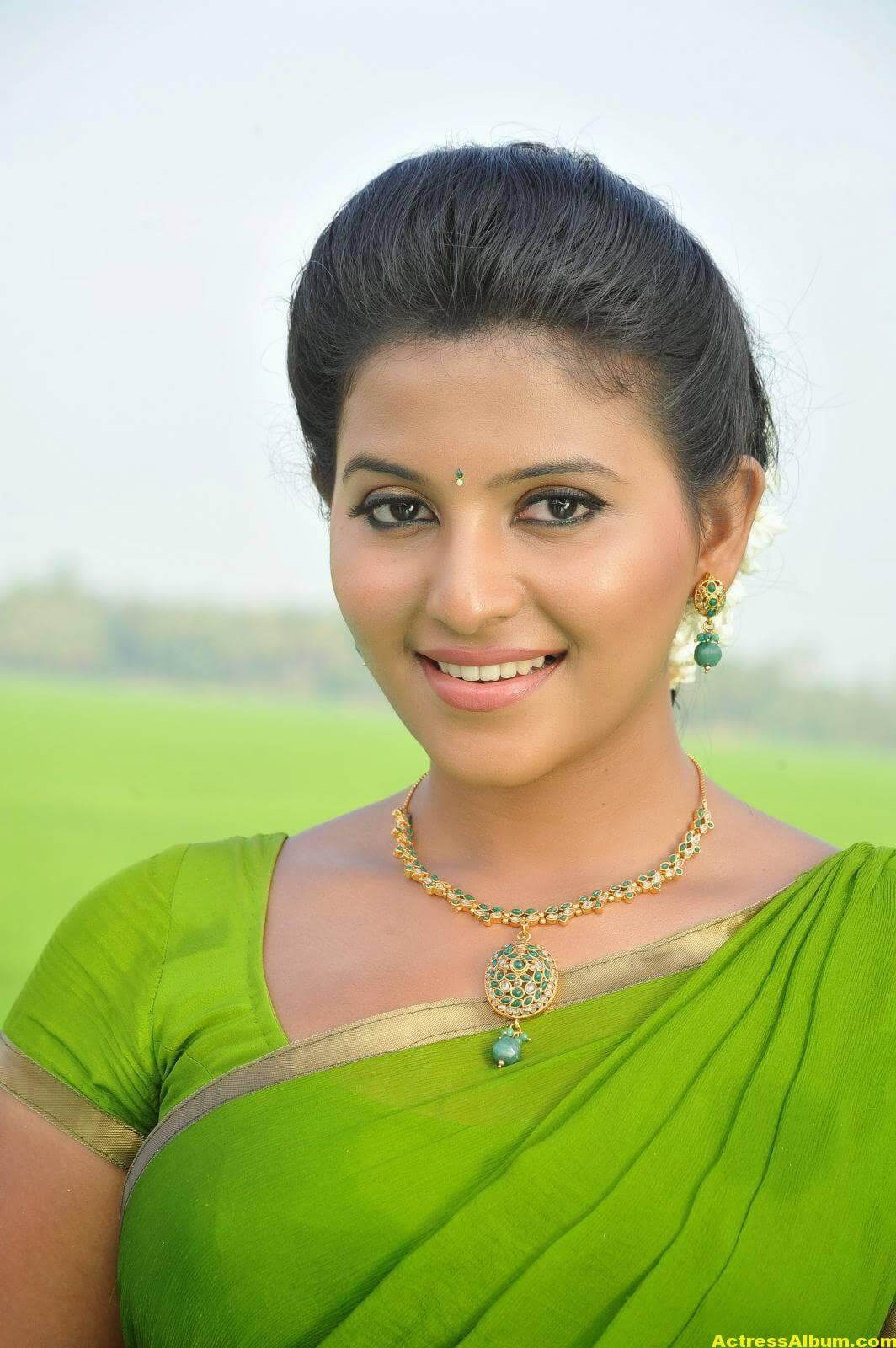 Anjali Cute Photos Stills In Spicy Green Saree 1