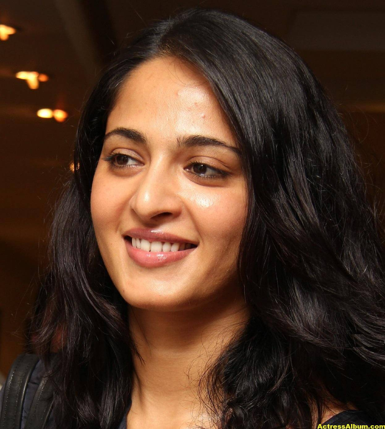 Anushka Shetty Gorgeous Face Close Up Photos 0