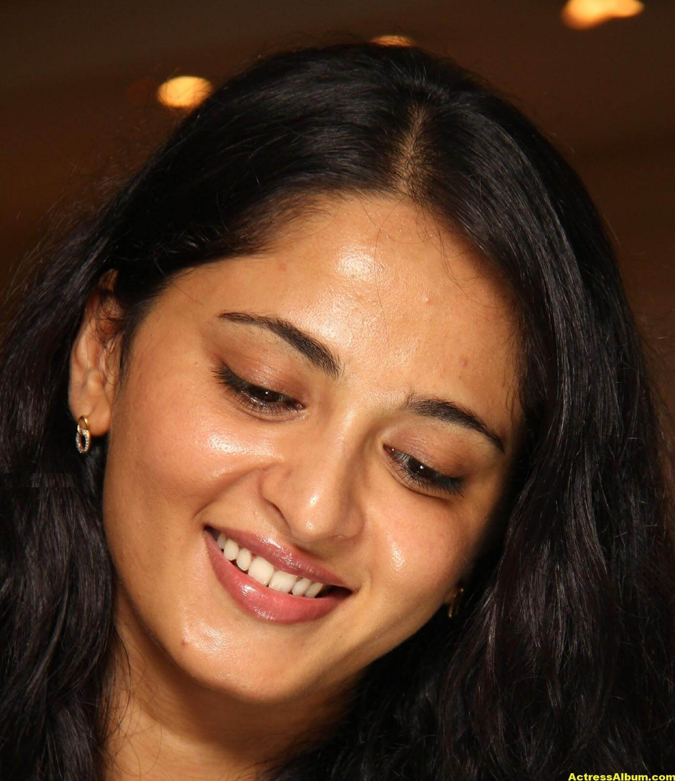 Anushka Shetty Gorgeous Face Close Up Photos 1