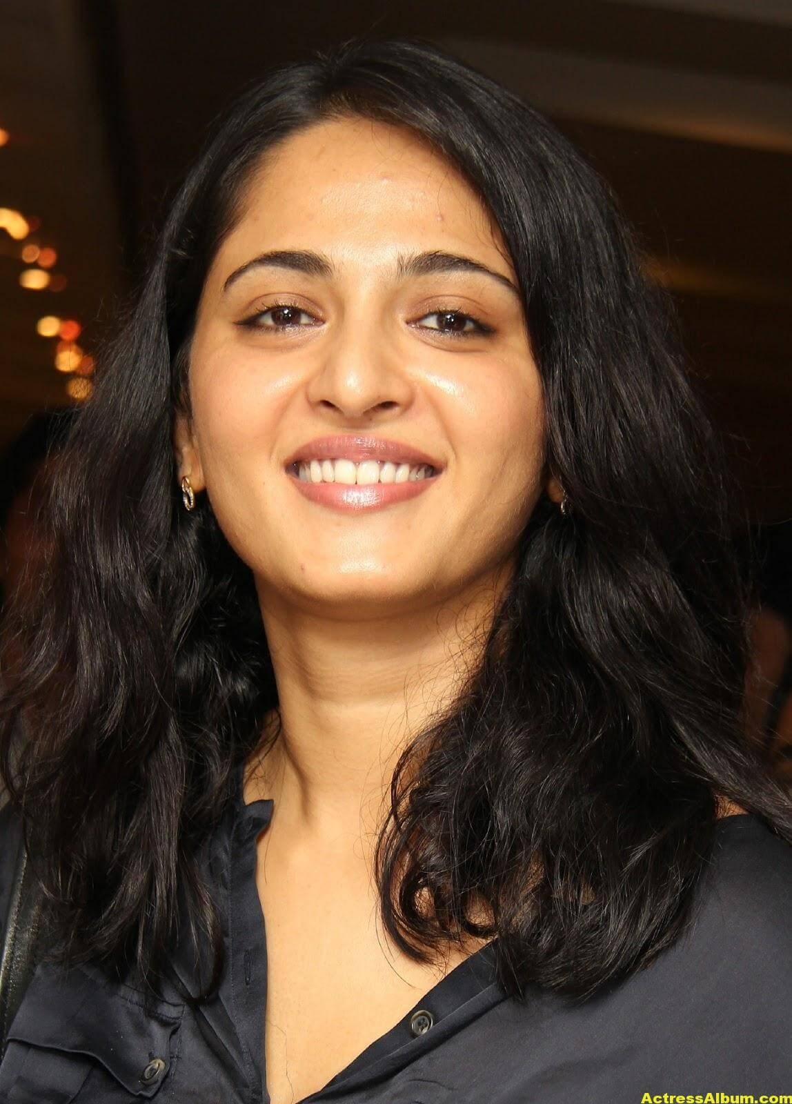 Anushka Shetty Gorgeous Face Close Up Photos 4