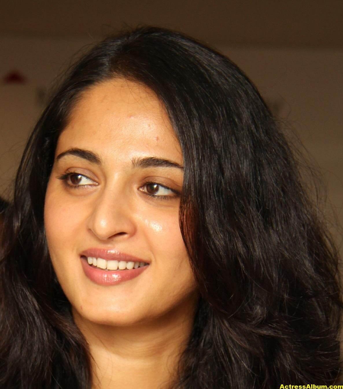 Anushka Shetty Beautiful Face Close Up Photos