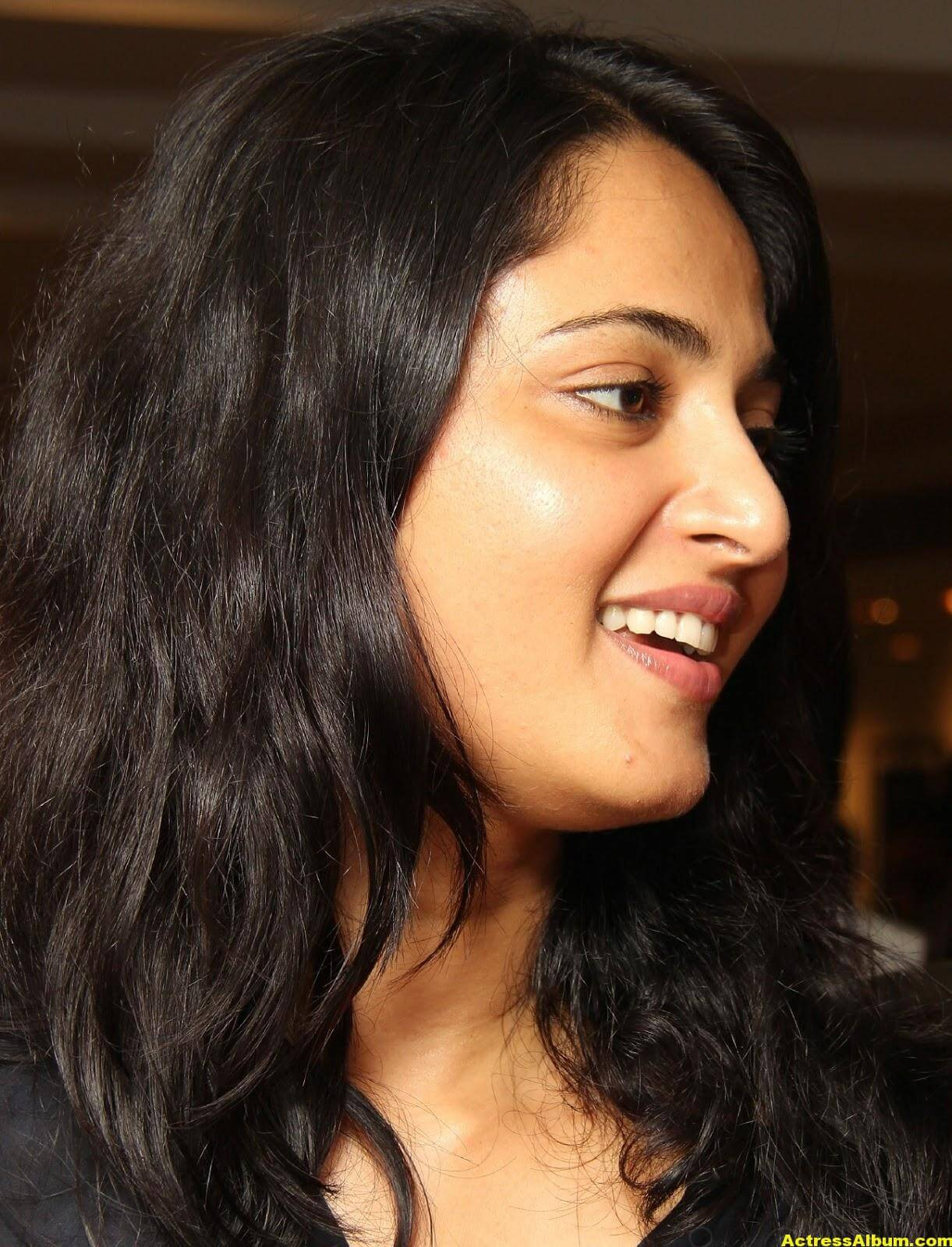 Anushka Shetty Gorgeous Face Close Up Photos 7