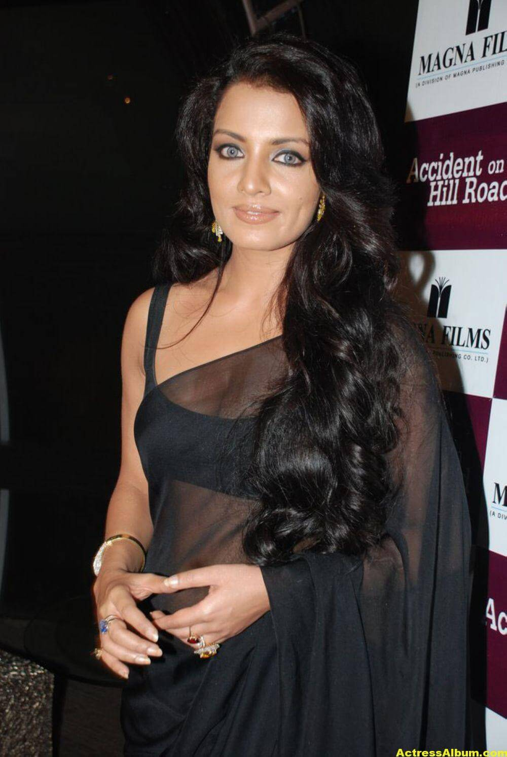 Celina Jaitley At Hill Road In Black Sexy Saree 5