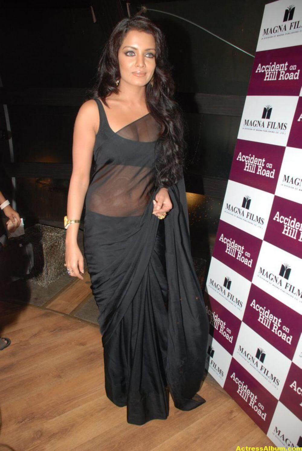 Celina Jaitley At Hill Road In Black Sexy Saree 6