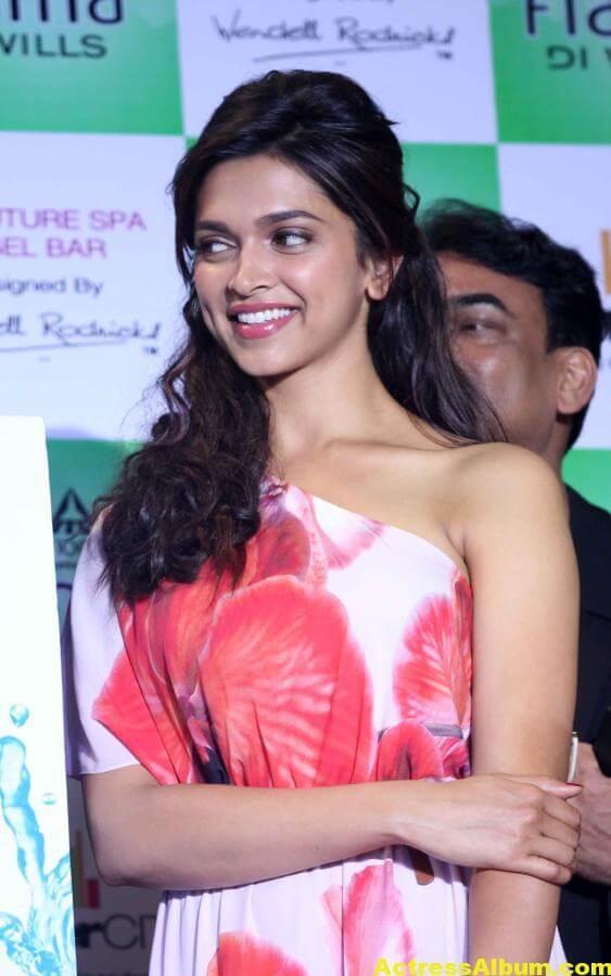Deepika Padukone Hot Smiling Photos In Red Dress 2
