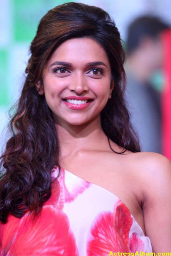 Deepika Padukone Hot Smiling Photos In Red Dress 3