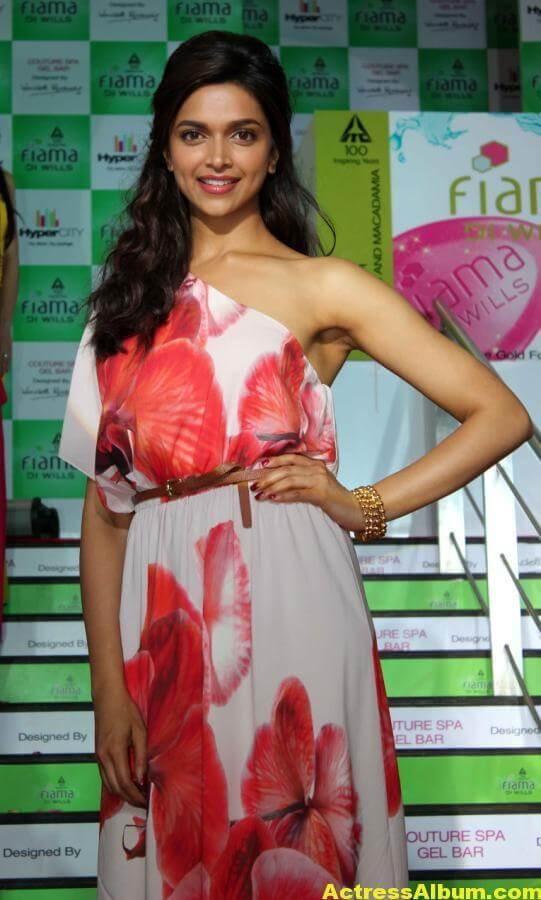 Deepika Padukone Hot Smiling Photos In Red Dress 4