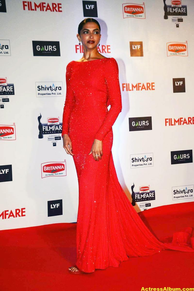 Deepika Padukone Latest Photos at Filmfare Awards In Red Dress 1