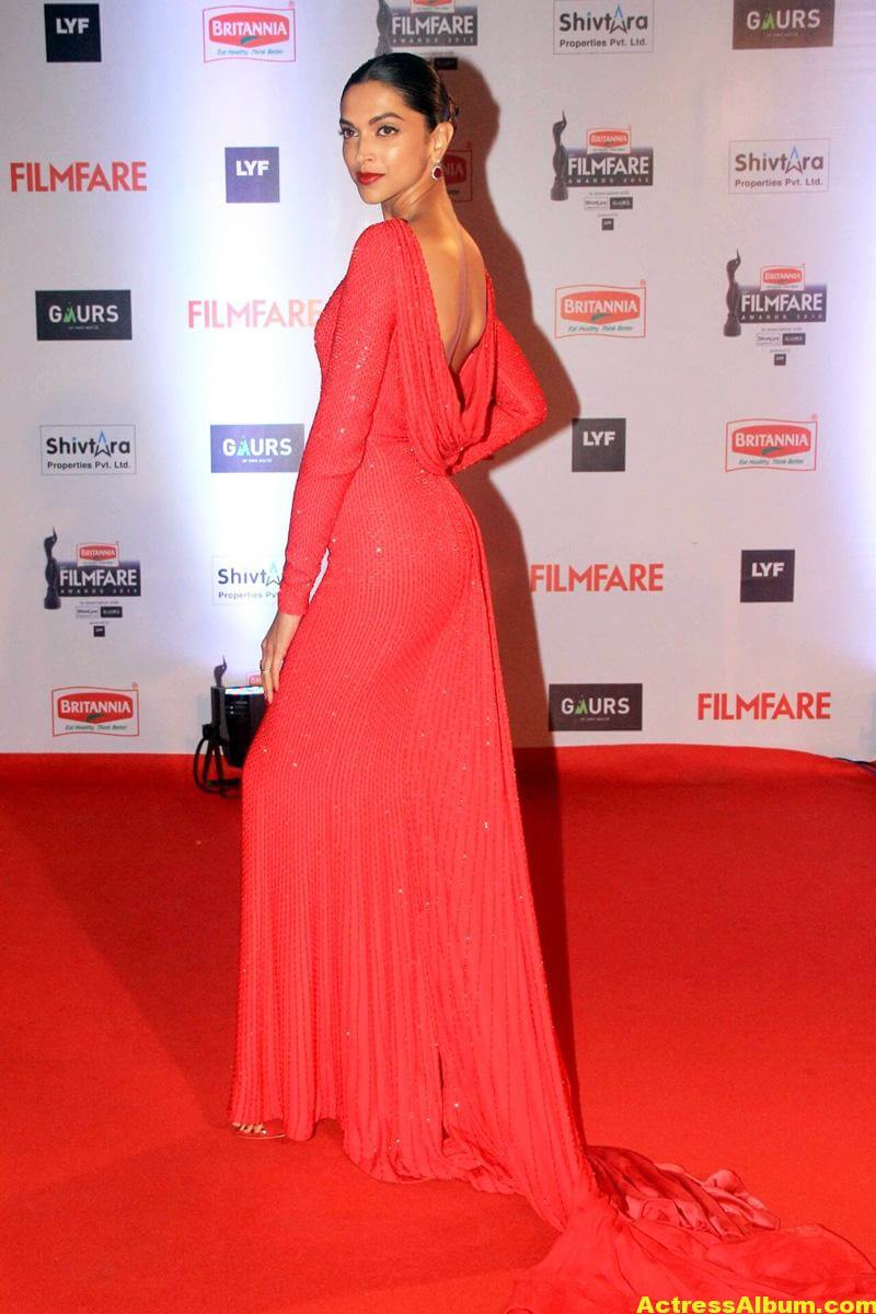 Deepika Padukone Latest Photos at Filmfare Awards In Red Dress 3