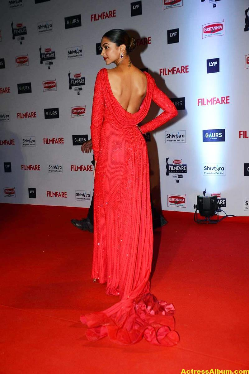 Deepika Padukone Latest Photos at Filmfare Awards In Red Dress 5