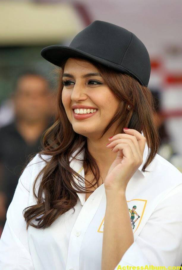 Huma Qureshi Unseen Photos In Beautiful White Dress 1