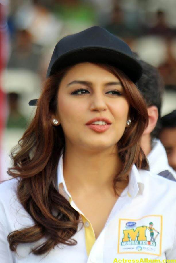 Huma Qureshi Unseen Photos In Beautiful White Dress 4